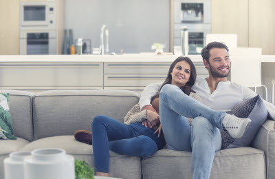photo-first-home-buyers-happy-on-couch